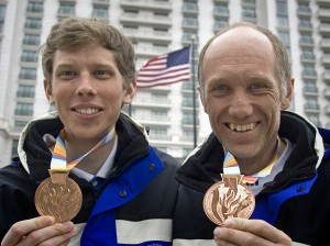 Johnny Nyström och Torbjörn Svenningsson, brons i sprintstafetten. Foto: Arne Forsell, Bildbyrån. Klicka för större bild.